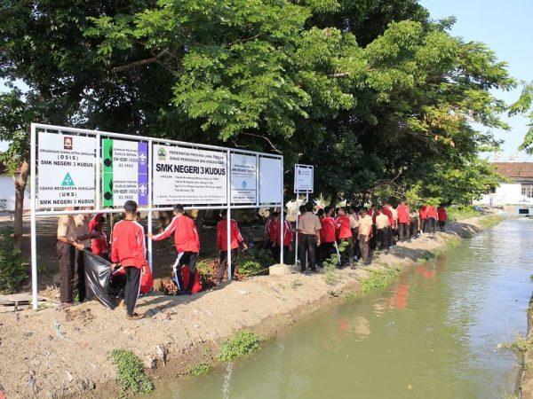 Bersih Lingkungan bersama pemerintah desa Kalirejo