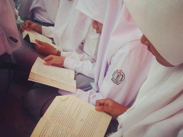 Gerakan Literasi Sekolah SMKN 3 Kudus