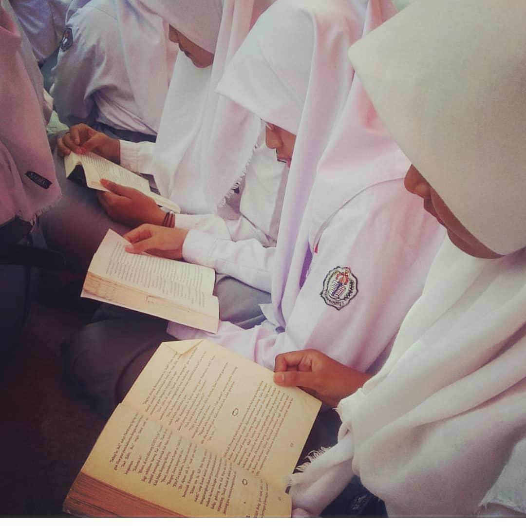 Gerakan Literasi Sekolah SMK Negeri 3 Kudus